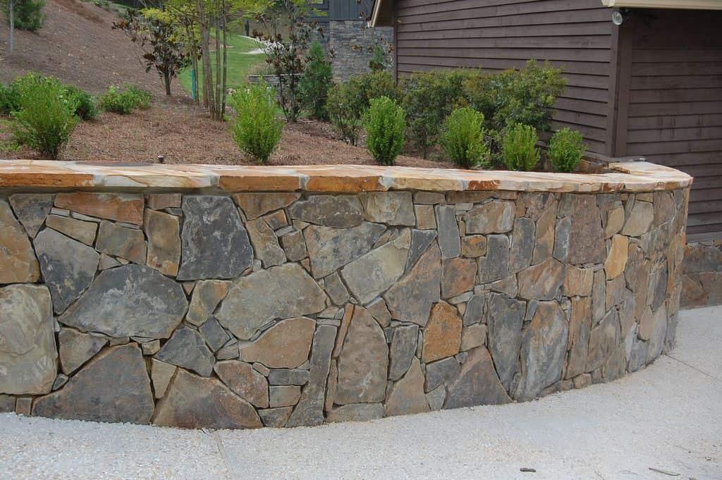 3 Tips for Your DIY Flagstone Wall Flagstone Wall | Alexander and Xavier Masonry