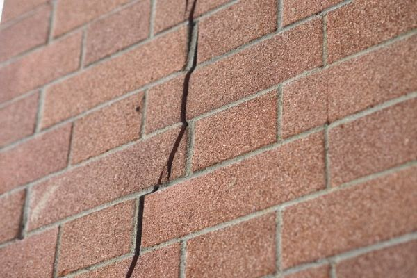 WHAT CAUSES CRACKS ABOVE GARAGE DOORS? YOU NEED TO KNOW ABOUT LINTEL  Alexander and Xavier Masonry