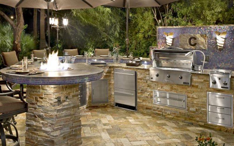 Custom-Outdoor-Kitchen-Grills