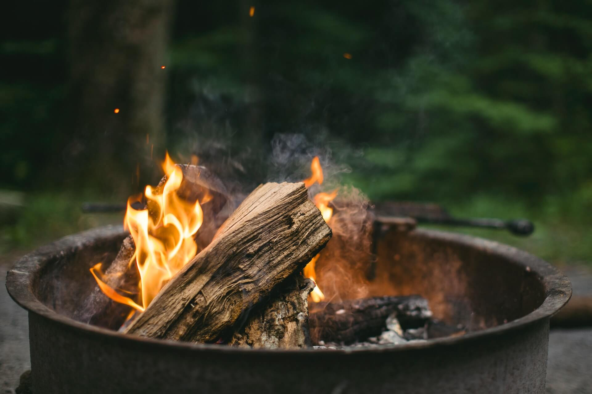 CHOOSING THE PERFECT OUTDOOR WOOD BURNING FIREPLACE FOR THE WINTER | Alexander and Xavier Masonry